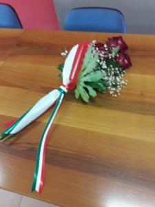 Ginestra il fascio di rose nel posto dove sedeva Saverio Pipolo